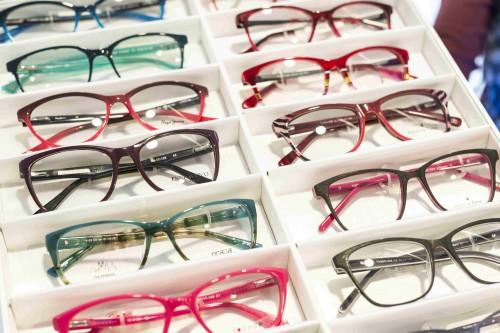 V očnej optike NeoVízia nájdete široký výber dioptrických a slnečných  okuliarov značiek ako napr. Carolina Herrera 00468fa61aa